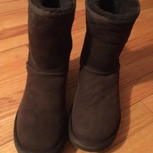 UGG Shoes - UGG Classic Short Brown Boots- size 9